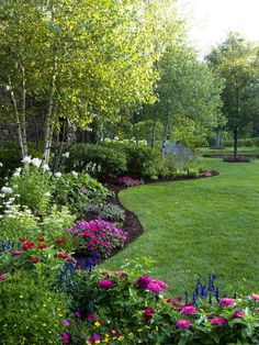 52 Beautiful Backyard Garden Design Ideas Can For Your Garden Planning Backyard Garden Design, Lawn And Garden, Backyard Trees, Garden Paths, Front Yard Landscape Design, Wooded Backyard Landscape, Simple Landscape Design, Garden Front Of House, Landscape Timbers