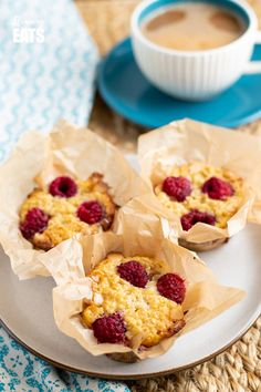 Raspberry and White Chocolate Baked Oatmeal - I think this might be my new favourite combination for baked oats. Gluten Free, Vegetarian, Slimming World and Weight Watchers friendly Slimming World Cookies, Baked Oats Slimming World, Slimming World Vegetarian Recipes, Slimming World Cake, Slimming World Desserts, Slimming Recipes, Baking Buns, Cake Baking, Chocolate Oats