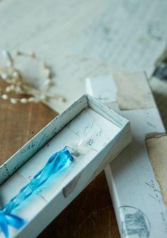 Inert ruby glass pen / light blue Details 1