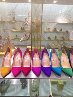 Manolo Blahnik arco-iris scarpin
