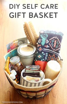 DIY Self Care Gift Basket Do you have friends, family members, co-workers, or neighbors who are goin Diy Gifts For Christmas, Diy Gifts For Dad, Diy Gifts For Friends, Diy Gifts For Boyfriend, Holiday Gifts, Gifts For Ladies, Cheap Christmas, Kids Christmas, Christmas Lights