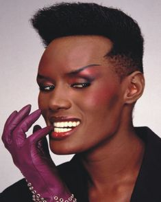 Design -11 / 19 Collection of Iconic Model Grace Jones Photos