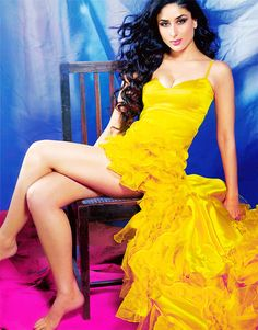 Love the yellow. #Kareena #Bollywood