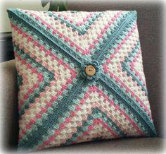 Crochet Pillow Cases, Crochet Pillow Patterns Free, Crochet Cushion Cover, Crochet Cushions, Granny Square Crochet Pattern, Crochet Squares, Crochet Motif, Crochet Designs, Knitting Patterns