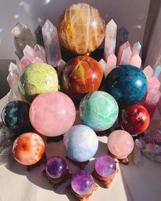 What's better than getting a bouquet of flowers? 💐 A bouquet of crystals of course! Tag someone who would agree 😂💓 Crystal Healing Stones, Crystal Magic, Crystals And Gemstones, Stones And Crystals, Chakra Crystals, Gem Stones, Wicca, Images Esthétiques, Crystal Aesthetic