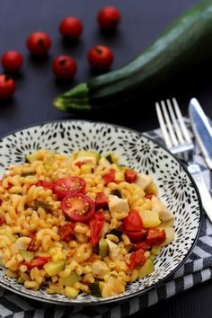 Risotto de coquillettes au poulet, chorizo, courgette et tomates cerises - Amandine Cooking Chorizo, Risotto Coquillette, Le Diner, Creative Food, My Recipes, Pasta Salad, Macaroni And Cheese, Food And Drink, Ethnic Recipes