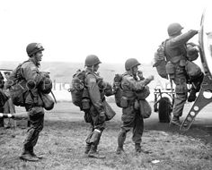 82nd_Airborne_Division_is_fully_equipped_and_ready_to_jump,_these_paratroopers_climb_into_a_C-47_transport_plane.jpg (380×306)