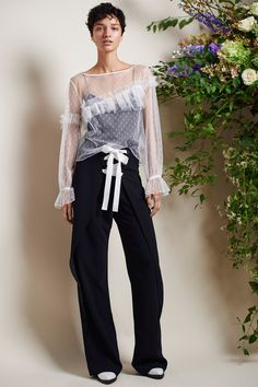 Cinq à Sept Spring 2018 Ready-to-Wear Collection - Vogue Catwalk Fashion, Fashion Now, Vogue Fashion, Fashion 2018, Fashion Week, Fashion Beauty, Fashion Outfits, Street Fashion, Fashion Tips