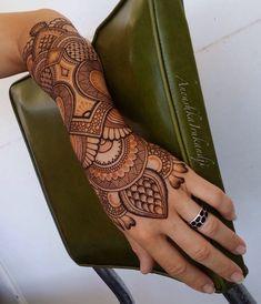 Henna by Anoushka Irukandji (Design with some of the paste removed and the fresh,orange stain peeking through) Latest Bridal Mehndi Designs, Mehndi Designs Book, Legs Mehndi Design, Mehndi Design Pictures, Wedding Mehndi Designs, Mehndi Designs For Fingers, Dulhan Mehndi Designs, Beautiful Mehndi Design, Henna Tattoo Designs