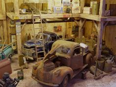 Amazing Color / Texture of Wood Garages, Escala Ho, Old Steam Train, Old Garage, Plastic Model Cars, Kit Cars, Model Building, Small World, Model Trains