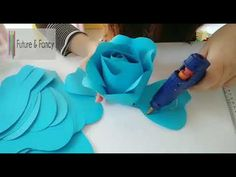 How To Make Paper Flowers, Large Paper Flowers, Crepe Paper Flowers, Paper Flower Backdrop, Diy Flowers, Paper Roses Tutorial, Rose Tutorial, Paper Crafts Origami, Diy Paper