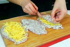 Kuracie mäso sa dá variť rôznymi spôsobmi.Ponúkame ďalší chutný a ľahký recept. Steaks, 20 Minutes, Plastic Cutting Board, Grains, Lunch, Cooking, How To Make, Recipes, Pineapple