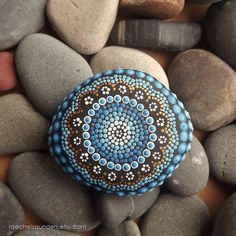 Painted rock Aboriginal Dot Art Painted Stone por RaechelSaunders