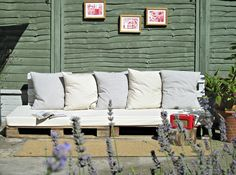 DIY Pallet Projects Instruction | ... These Comfortable pallet sofas and Happy Building your own DIY Sofa