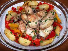 Pui la cuptor cu garnitură de cartofi şi ardei