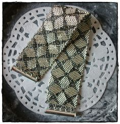 Журнал Beadwork June/July 2013 схема biserok.org/braslet-iz-kvadratnyih-motivov/