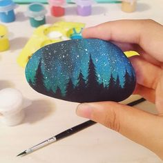 Risultato dell'immagine per la pittura su pietra - Painted rocks - DIY Rock Painting Patterns, Rock Painting Ideas Easy, Rock Painting Designs, Pebble Painting, Pebble Art, Stone Painting, Stone Crafts, Rock Crafts, Arts And Crafts