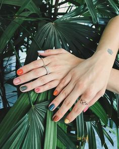 For spring 2019 the more nail polish colors you wear the better. Heres how to wear different color nails gradient nails multicolored nails and mismatched nails for spring Nagellack Design, Nagellack Trends, Cute Nail Polish, Nail Polish Colors, Polish Nails, Gradient Nails, Rainbow Nails, Minimalist Nails, Hot Nails