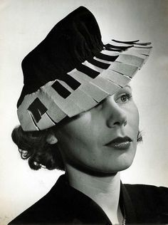 Piano #hat, 1940. Reppined by www.nouvellebag.com