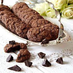 Chokladmättade läckerbitar som är en blandning mellan kladdkaka och cookies.