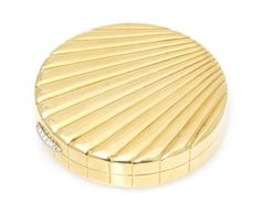 An 18 Karat Yellow Gold Compact, Van Cleef & Arpel