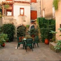 No location given, but a sweet courtyard somewhere in Italy. Photo by Steffen Heinhold