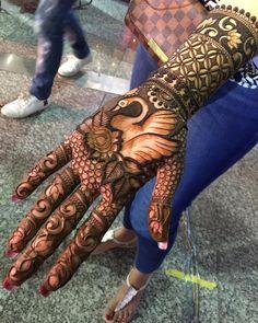Beautiful Hand's Mhendi Design With Bird Picture - New Mhendi Designs Round Mehndi Design, Peacock Mehndi Designs, Indian Mehndi Designs, Mehndi Designs 2018, Stylish Mehndi Designs, Mehndi Design Pictures, Wedding Mehndi Designs, Beautiful Henna Designs, Mehndi Images