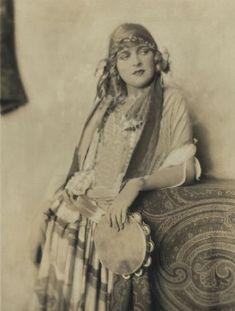 Early Ziegfeld Follies in 1916   ziegfeld-follies:Noel Francis