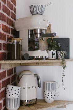 p/vintage-kitchen-smeg - The world's most private search engine Apartment Kitchen, Home Decor Kitchen, Home Kitchens, Smeg Kitchen, Kitchen Appliances, Cosy Kitchen, Kitchen Small, Coffee Bars In Kitchen, Coffee Station Kitchen