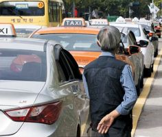 Half of Seoul Cab Drivers Are Past Retirement