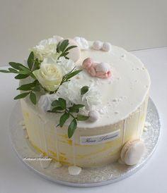 Kastejuhlaan #kakkupuotimariannika #turku #kakku #ristiäiset #ristiäiskakku #dripcake #tilauskakku Christening, Cake, Desserts, Food, Instagram, Tortilla Pie, Pastries, Food Cakes, Tailgate Desserts