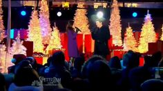Seth MacFarlane and Sara Bareilles - Baby, It's Cold Outside (Christmas ... Who knew this guy could sing like this !!?! Great duet !