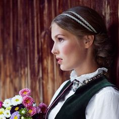 "Headband ""Vroni"". Oh so perfect for your Wiesn Style. by Schönes Fräulein"
