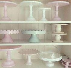 New cake cupcake stand simple 33 ideas Vintage Cake Plates, Vintage Cake Stands, Cocina Shabby Chic, Cake And Cupcake Stand, Milk Glass Cake Stand, Pastel Cakes, Cake Pedestal, New Cake, Plate Stands