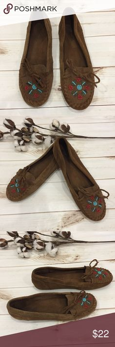 💋Minnetonka hand beaded moccasins! 💋Minnetonka hand beaded moccasins! These are super cute and comfy slip on BOHO shoes. They are suede with Hand beaded flowers on the front. Preloved in good condition. Some overall wear. No scuffs in leather or beads missing. Minnetonka Shoes Flats & Loafers