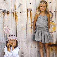 Top Mia - gris clair NUMERO 74. Vêtement pour enfant en Gaze de coton. Vêtement N74 ultra-doux. Top N74 à bretelles pour enfants de 1 à 10 ans. Livraison soignée l  l www.little-home.fr