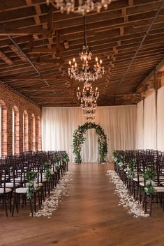 Indoor wedding ceremony decor with greenery arch - Photography by Marirosa wedding aisle A Classic Elegant Wedding Overflowing with Rustic Romance Wedding Ceremony Ideas, Indoor Wedding Ceremonies, Indoor Ceremony, Wedding Aisle Decorations, Wedding Scene, Wedding Centerpieces, Wedding Church, Table Wedding, Party Wedding