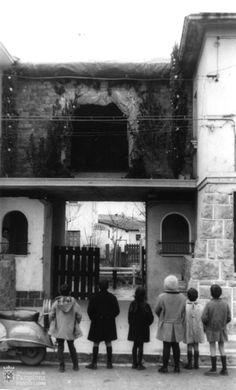 El Belén en la Chantrea causa curiosidad entre los peques, otra imagen preciosa del Archivo Municipal de Pamplona (1964)