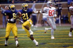 OSU-Michigan 1991  Desmond Howard s Heisman Trophy pose highlights  Wolverines  31-3 e15a3698e