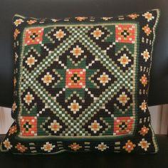 """""""Tradisjon"""" Second Hand, Quilts, Blanket, Retro, Crochet, Vintage, Quilt Sets, Ganchillo, Blankets"""