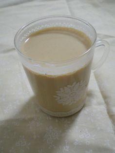 チャイと言えば生姜とシナモンの香りがアクセントのインドのミルクティーだ。日本でも缶入りのものが発売されるなど冬場のポピュラーな飲み物になりつつある。そのチャイ …