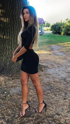 I ❤️ her sexy beautiful legs in high heels and sexy body in tight mini dress. Chic Black Outfits, Cute Comfy Outfits, Sexy Outfits, Fashion Models, Girl Fashion, Dress Fashion, Lil Black Dress, Sexy Legs And Heels, Elegantes Outfit