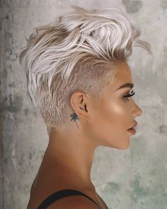 The Hottest Variations Of A Long Pixie Cut To Look Flawless Amazing Long Pixie For Your Stylish And Dramatic Look Short Pixie Haircuts, Pixie Hairstyles, Short Hair Cuts, Prom Hairstyles, Hairstyles Videos, Simple Hairstyles, Beautiful Hairstyles, Layered Haircuts, Natural Hairstyles