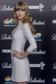 Taylor Swift attends the 40 Principales Awards in Madrid. #hair #beauty #celebrity