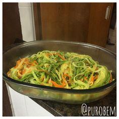 Bom dia e para começar Bem, o Puro Bem trás uma delícia para compartilhar com toda a família. Macarrão de Abobrinha e Cenoura. O molho fica a vontade para escolher, o nosso aqui será á bolonhesa. Hummm... Bom domingo gente! #purobem #saude #fit #health #food #instagood #instafit #instafood #comerbem #saudavel #yummy #vidasaudavel #30tododia #dieta #pensandosaudavel #nutricao #tips4life #boaforma #viverbem #amazing #greenfood #nutricaosobmedida #alimentodeverdade #comidasaudavel…