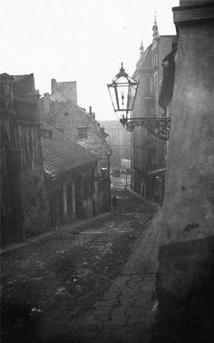 Old Photos, Vintage Photos, Dark Artwork, Victorian London, Dark City, Krakow Poland, Historical Images, Lost City, Historical Architecture