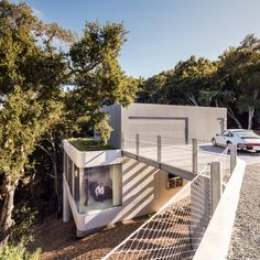 Pam and Paul's House, Cupertino, California, by Craig Steely Architecture Minimalist Architecture, Architecture Photo, Modern Architecture, Modern Buildings, Cliff House, House On A Hill, Cupertino California, Houses On Slopes, Hillside House