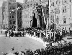 Laying the cornerstone of the Peace Tower at the Parliament Buildings in Ottawa, on September 1, 1919... / Pose de la première pierre de la ...
