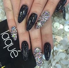 Black and silver nail art glitter Chic Nails, Dope Nails, Bling Nails, Stiletto Nails, Silver Nail Art, Glitter Nail Art, Nail Art Diy, Beautiful Nail Designs, Cute Nail Designs