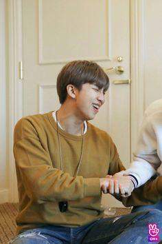 "Namjoon ""RM"" en run bts cap 60 Namjoon, Park Ji Min, Jimin, Bts Bangtan Boy, Bts Boys, Jung Kook, Mixtape, K Pop, Rapper"
